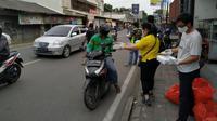 Evalube Bagikan Makanan Berbuka dan Sembako Untuk Masyarakat (Ist)