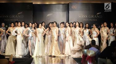 Sejumlah finalis Miss Grand Indonesia 2018 dari berbagai kota saat sesi perkenalan dalam gelaran Welcome Dinner & Grand Press Conference di Jakarta, Rabu (11/7). Sebanyak 30 finalis Miss Grand Indonesia resmi diperkenalkan. (Liputan6.com/Faizal Fanani)