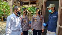 Polda Jateng dan Polres Kebumen olah TKP ledakan petasan yang sebabkan empat orang meninggal di Ngabean, Mirit, Kebumen. (Foto: Liputan6.com/Polres Kebumen)