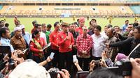 Ketum PSSI, Mochamad Iriawan, memberi keterangan saat berkunjung ke Stadion Utama Riau, Pekanbaru, Kamis (13/2). Stadion ini menjadi satu dari sebelas stadion yang dinominasikan sebagai tuan rumah Piala Dunia U-20 2021. (Dok PSSI)