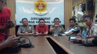 Para pejabat Polda Riau gelar konferensi pers terkait foto kontroversial bersama direktur perusahaan terduga pembakar lahan. (Liputan6.com/ M Syukur)
