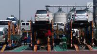 Sejumlah mobil yang siap diekspor di Tanjung Priok Car Terminal, Jakarta, Selasa (8/8). Kemenperin mencatat ekspor mobil CBU pada Semester I tahun meningkat 20,5% dibandingkan periode yang sama tahun 2016. (Liputan6.com/Johan Tallo)
