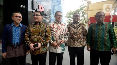 Ketua MPR Bambang Soesatyo (tengah) bersama Wakil Ketua MPR Zulkifli Hasan, Ahmad Basarah, Jazilul Fawaid, dan Arsul Sani tiba di Gedung KPK, Jakarta, Senin (9/3/2020). Tujuh pimpinan MPR melakukan kunjungan balasan atas Pimpinan KPK yang datang lebih dulu ke DPR/MPR. (merdeka.com/Dwi Narwoko)