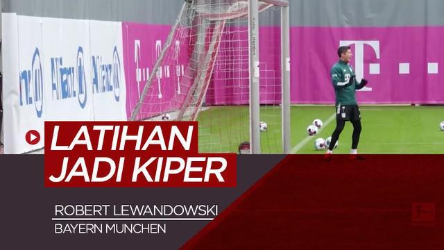 Berita video aksi-aksi Robert Lewandowski saat mencoba menjadi kiper Bayern Munchen, pantas tidak yah?