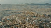 Ilustrasi sampah plastik di samudera. (Sumber Sydney Morning Herald)