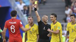 Kuipers memimpin pertemuan turnamen terakhir antara kedua negara di Piala Dunia 2014, yang dimenangkan Italia. Tapi dia juga menjadi wasit pada perempat final Piala Dunia 2018 saat Inggris mengalahkan Swedia. (Foto: AFP/Manan Vatsyayana)