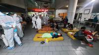 Penampakan pasien Covid-19 di IGD RSUD dr Soetomo Surabaya. (Foto: Dian Kurniawan/Liputan6.com).