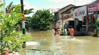 Korban banjir di Pekanbaru sudah sebulan makan mi dan telur. (Liputan6.com/M Syukur)