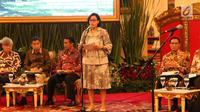 Mentei Keuangan Sri Mulyani memberikan paparan dalam Rapat Kabinet Paripurna di Istana Negara, Senin (5/3). Rapat kabinet paripurna ini membahas kerangka ekonomi makro serta pokok-pokok Kebijakan Fiskal 2019. (Liputan6.com/Angga Yuniar)
