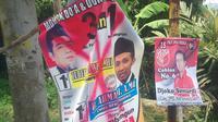 Salah satu alat peraga kampanye caleg yang dirusak. (Liputan6.com/Edhie Prayitno Ige)