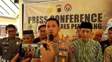 Kapolres Pemalang, AKBP Edy Suranta Sitepu menjelaskan kasus pembakaran Alquran di Pemalang. ( Foto: Liputan6.com/Humas Polres Pemalang/Muhamad Ridlo)