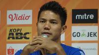 Bek tengah Persib Bandung Achmad Jufriyanto kecewa dengan hasil imbang melawan Madura United. (Liputan6.com/Huyogo Simbolon)