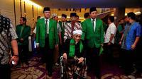 Tokoh senior PPP, Maimoen Zubair alias Mbah Moen (tengah) hadir dalam Mukernas I di Jakarta, Rabu (10/12/2014). (Liputan6.com/Johan Tallo)