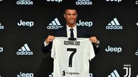 Cristiano Ronaldo resmi diperkenalkan sebagai pemain Juventus pada Senin (16/7/2018). (dok. Juventus.com)