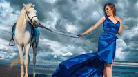 Potret Gaya Ashanty dan Aurel Hermansyah Naik Kuda. (Sumber: Instagram/ashanty_ash)