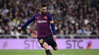 1. Lionel Messi – 405 gol:Legenda Barcelona berhasil memecahkan berbagai rekor selama berkarier di Laliga Spanyol. Total 400 gol yang diraih sukses membawa sembilan gelar juara LaLiga. (AFP/Javier Soriano)
