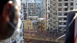Sejumlah bangunan yang rusak di Beirut, Lebanon (17/8/2020). Dua ledakan dahsyat mengguncang Pelabuhan Beirut pada 4 Agustus, menggetarkan gedung-gedung di seluruh ibu kota Lebanon serta menewaskan sedikitnya 177 orang dan melukai 6.000 lainnya. (Xinhua/Bilal Jawich)