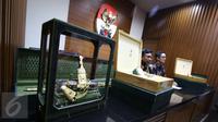 Direktorat Gratifikasi KPK memamerkan barang mewah pemberian dari rombongan Raja Salman bin Abdul Aziz al-Saud, Jakarta, Kamis (16/3). Barang-barang gratifikasi itu dilaporkan ke KPK dalam periode 7-15 Maret 2017. (Liputan6.com/Helmi Afandi)