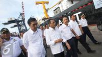 Menteri Perhubungan Budi Karya Sumadi melepas keberangkatan KM Caraka Jaya Niaga III-4 yang digunakan sebagai kapal tol laut logistik Natuna di Pelabuhan Tanjung Priok, Jakarta Utara, Selasa (25/10). (Liputan6.com/Immanuel Antonius)