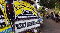 Karangan Bunga dari Jokowi untuk Polisi Gugur di Tragedi Mako Brimob. (Liputan6.com/Achmad Sudarno)