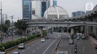 Suasana lengang tampak terlihat di tol dalam kota Gatot Subroto, Jakarta, Selasa (25/2/2020). Dikarenakan ruas jalan yang tergenang usai banjir hari ini membuat banyak pekerja kantoran meliburkan diri dan membuat ruas jalan di Jakarta lengang. (Liputan6.com/Faizal Fanani)