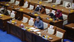 Menristek/Kepala BRIN, Bambang Brodjonegoro memberi paparan dalam rapat kerja dengan Komisi VII DPR di Kompleks Parlemen, Jakarta, Selasa (30/3/2021). Rapat kerja tersebut membahas tentang progres kelembagaan BRIN sesuai amanat UU nomor 11 Tahun 2019 tentang Sisnas Iptek. (Liputan6.com/Angga Yuniar)