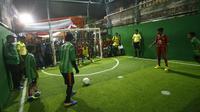Kampung eks Gang Dolly ini sudah disulap jadi ajang turnamen futsal level anak-anak selama Ramadan. (Liputan6.com/Dian Kurniawan).