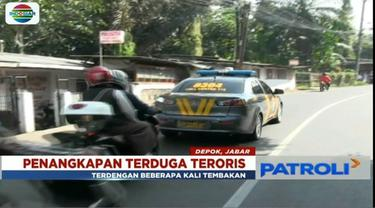 Densus 88 tangkap terduga teroris di depan kantor Kelurahan Mekarjaya, Sukmajaya, Depok.
