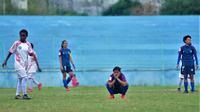 Gelandang putri Arema, Sheva Imut, gemas ketika timnya tertinggal dari Persipura 0-1 dalam Liga 1 Putri 2019 di Stadion Brantas, Kota Batu (6/10/2019). (Bola.com/Iwan Setiawan)