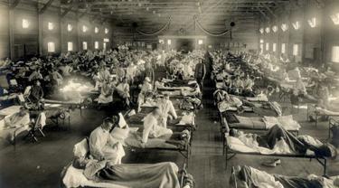 Rumah sakit darurat selama pandemi flu Spanyol, Camp Funston, Kansas, 1918.(foto: Arsip Sejarah Otis, Museum Nasional Kesehatan dan Kedokteran)