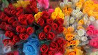 Penjualan bunga meningkat menjelang Hari Valentine. (Liputan6.com/Faisal R Syam)