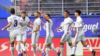 Karim Benzema merayakan golnya ke gawang Eibar. (ANDER GILLENEA / AFP)