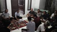 Rapat warga Sayabulu, Serang, Banten, terkait aliran sesat Kerajaan Ubur-Ubur. (Liputan6.com/Yandhi Deslatama)