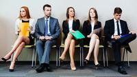 Di Indonesia, mencari pekerjaan bukanlah hal yang gampang, lantaran tidak seimbangnya lapangan kerja yang tersedia.