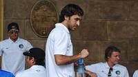 Raul Gonzalez memutuskan akan pensiun dari sepak bola pada November 2015. (AFP PHOTO / Yamil Lage)