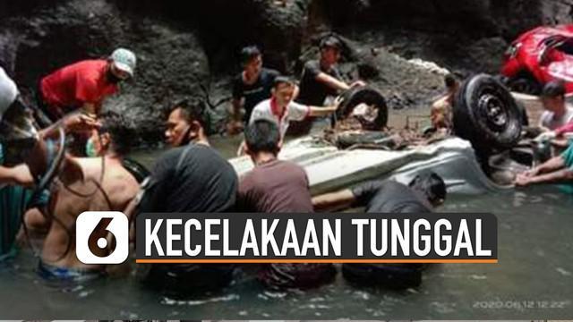 Kecelakaan tunggal terjadi di Minahasa Selatan, Sulawesi Utara. Ketika keluar dari mobil, korban menemukan mobil lain yang diduga juga jatuh ke jurang.
