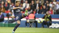 Neymar hingga pekan ke-9 telah mengoleksi enam gol untuk Paris Saint-Germain. Koleksi gol tersebut mengantar Neymar berada pada peringkat keenam klasemen top scorer Ligue 1 Prancis. (AFP/Christophe Simon)