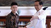 Kebersamaan Rich Brian dan Jokowi di Istana Bogor. (dok. Instagram @jokowi/https://www.instagram.com/p/BznabvoBx_2/Putu Elmira)