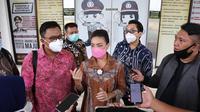 Sempat beberapa kali mendapat pecehan di media sosial akhirnya Rahayu Saraswati Djojohadikoesomo melaporkan akun tersebut ke Polres Tangerang Selatan (Tangsel), pada Selasa, 10 November 2020. (Liputan6/Pramita)
