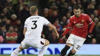 Inter Milan berencana menyelamatkan karier Henrikh Mkhitaryan yang mulai terpinggirkan di Manchester United. (AFP/Lindsey Parnaby)
