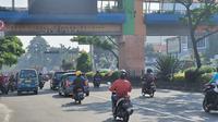 Kamera E-tle yang terpasang di JPO Bank BJB Jalan Raya Margonda, Kecamatan Pancoranmas, Kota Depok. (Liputan6.com/Dicky Agung Prihanto)