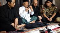 Deddy Corbuzier saat bertamu ke kediaman Ma'ruf Amin yang terletak di kawasan Menteng, Jakarta Pusat, Jumat (21/6/2019). (Sapto Purnomo)