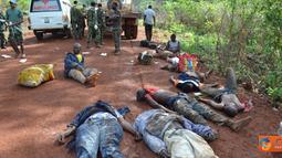 Citizen6, Kongo: Para korban kecelakaan truk Unimog  tujuan Dungu-Faradje yang melebihi kapasitas.