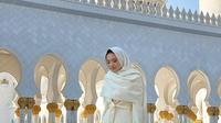 Raline Shah mengunjungi Masjid Agung Sheikh Zayed di Abu Dhabi, Uni Emirat Arab (Dok.Instagram/@ralineshah/https://www.instagram.com/p/B5r_TaKg4Gb/Komarudin)