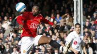 Louis Saha bergabung ke Everton dari Manchester United pada 2008, bersama Everton Saha tampil sebanyak 97 kali dan mencetak 27 gol. (AFP/Adrian Dennis)