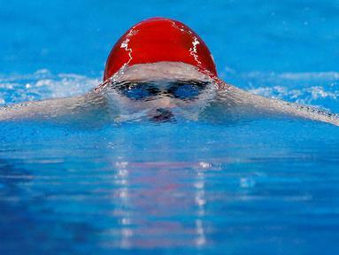 Perenang Inggris, Luke Davies, saat berlomba di nomor 200m gaya dada putra Pesta Olah Raga Eropa 2015 di Baku, Azerbaijan, Selasa (23/6). (AP Photo/Dmitry Lovetsky)