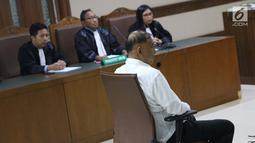 Terdakwa dugaan korupsi e-KTP, Markus Nari saat mengikuti sidang lanjutan di Pengadilan Tipikor, Jakarta, Rabu (4/9/2019). Dalam sidang beragendakan putusan sela tersebut Majelis Hakim menolak eksepsi yang diajukan terdakwa dan memutuskan melanjutkan persidangan. (Liputan6.com/Helmi Fithriansyah)