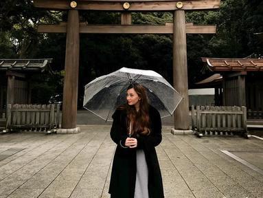 Pesinetron cantik ini tak hanya aktif menghiasi layar kaca, tetapi juga aktif di media sosial. Lewat Instagramnya, wanita kelahiran Oktober 1989 ini sering mengunggah foto liburannya. (Liputan6.com/IG/@asmirandah89)