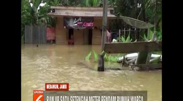 Banjir disebabkan tingginya curah hujan sehingga Sungai Batang Tabir meluap. Setidaknya, ada 125 rumah terendam banjir.