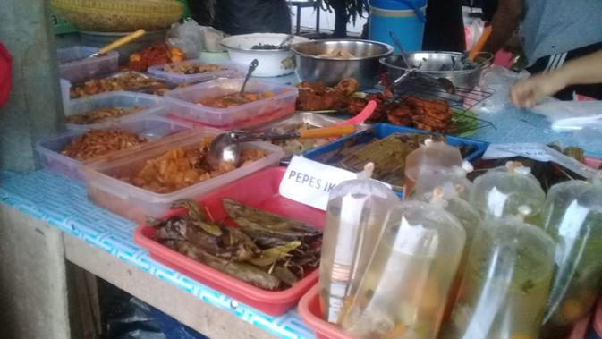 Jika Jakarta punya Pasar Benhil, lokasi di Depok, Jawa Barat ini juga menjadi incaran warga untuk berburu takjil. Lokasi manakah itu? (FOTO: Maria Flora)